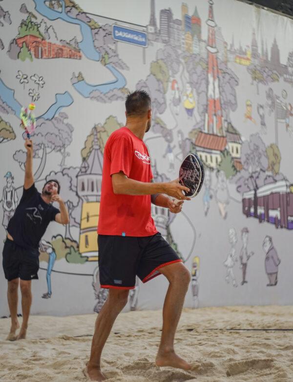 Pludmales tenisa treniņi