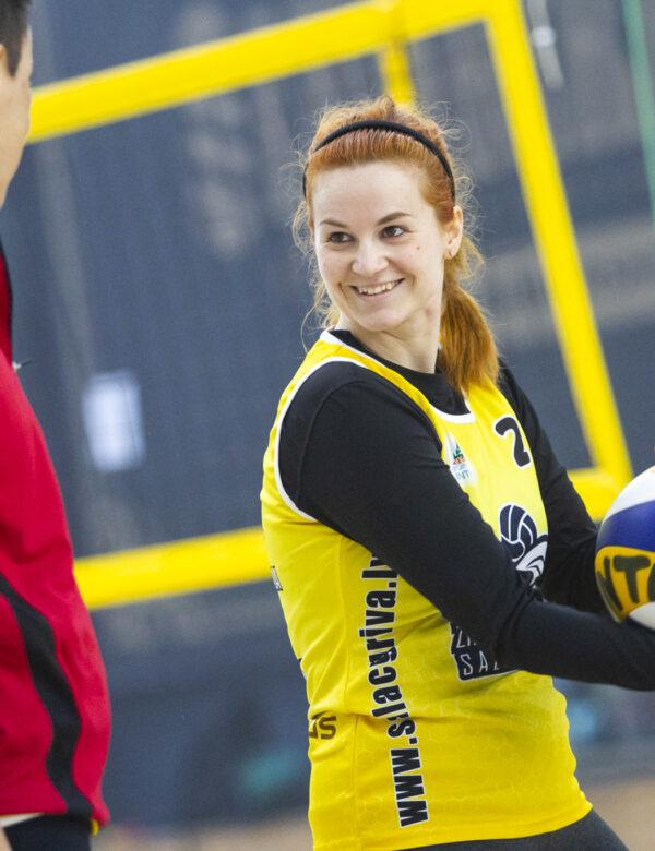 Pludmales volejbols sievietēm